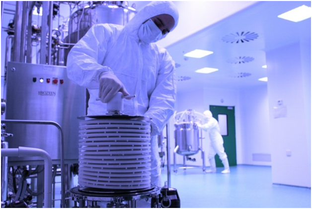 How is vacuum conveying used in the pharmaceutical industry